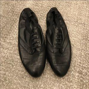 Chanel cap toe lambskin 39 black loafer sneakers🥇